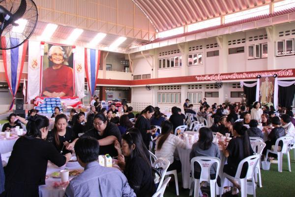 ครอบครัวอัศวณิชชากร และคณะร่วมจัดงานเลี้ยง อาหารกลางวัน